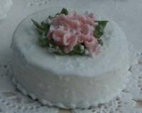 Pink_Centre_Floral_White_Cake.jpg